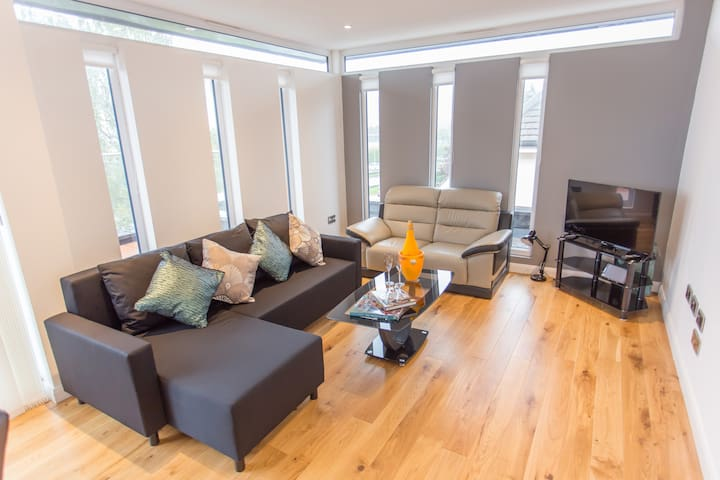 Truly stunning Oxford 3-bed penthouse with parking