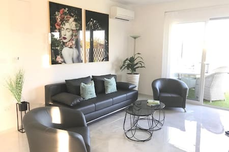 Hedonist -2 bedroom apartment with private  garden