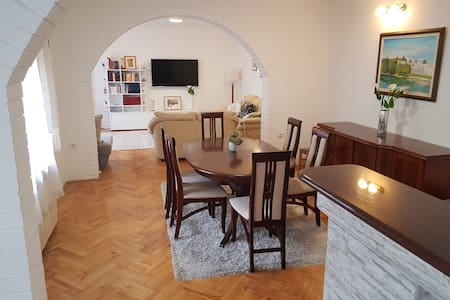 Happy, Cozy & Quiet BL Apartment ( 120 m2 )