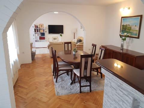 Happy, Cozy & Quiet BL Apartment ( 120 m2 )