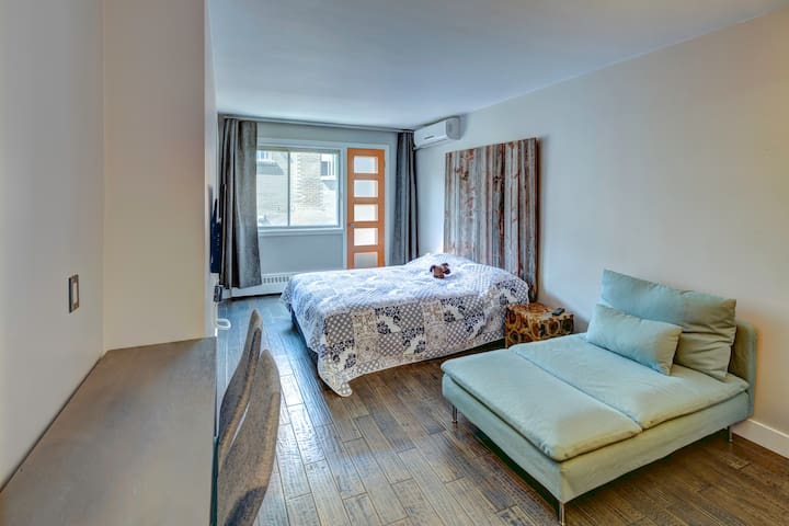 DOWNTOWN MONTREAL STUDIO APARTMENT A23A
