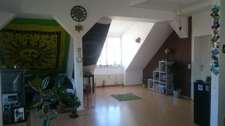 Schlafzimmer in großer Maisonette-Wohnung