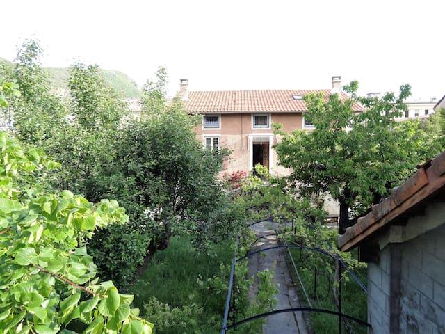 Bel appartement dans demeure provençale (wifi)