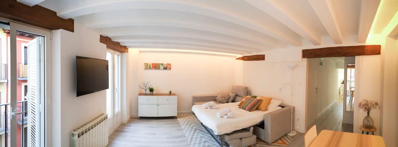 Salón con sofá cama abierto
