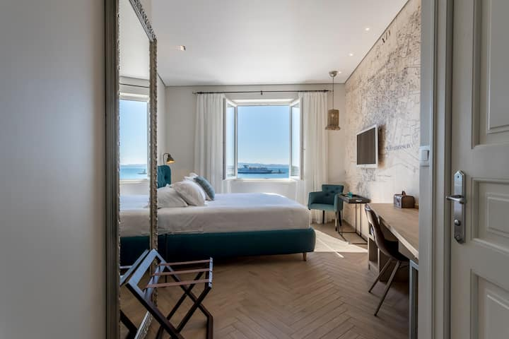 Seaview Luxury Retreat - DLX - Sea View