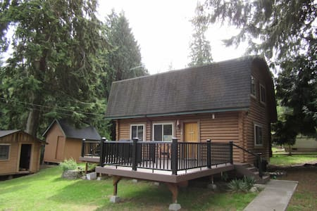 Heartsease Log Cabin--Whidbey Island - Langley