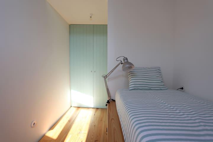 Room 1 (single bed)