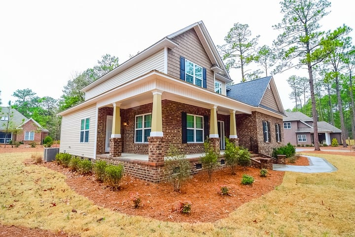Beautiful home in Pinehurst! Great location near the Resort and golf courses!