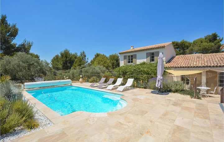 Amazing home in Eygalières with WiFi and 4 Bedrooms