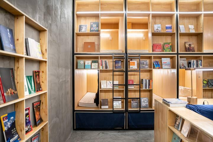 (月租优惠)Have a Book Night成都书香入梦青年旅舍/紧邻宽窄巷子人民公园/近地铁