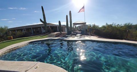 Encantador jacuzzi interior y piscina climatizada al aire libre