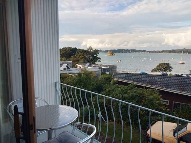 Private Central Paihia Apartment, stunning views