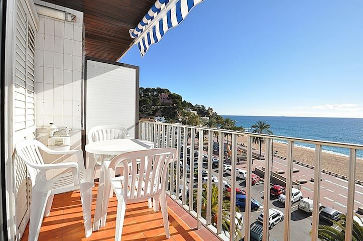 Appartement sur la promenade avec balcon vue sur la mer. 2/4 personnes. WI-FI.