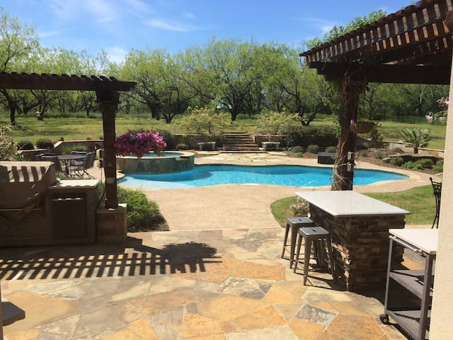 Private Pool Oasis - Cedar Hill - Maison
