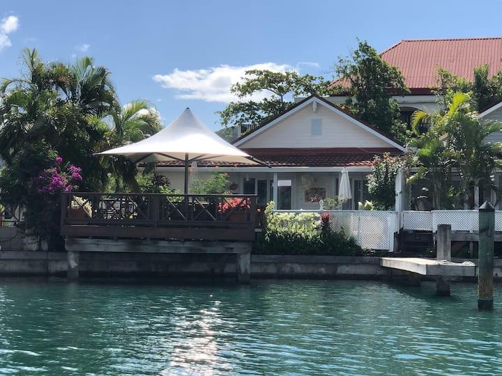 Luxury Villa 'Serenity' - Superb Deck South Beach