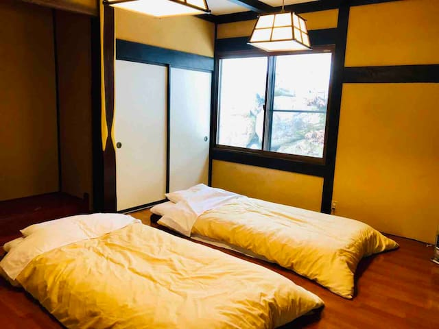 Bedroom3 (up to 3 Futons)