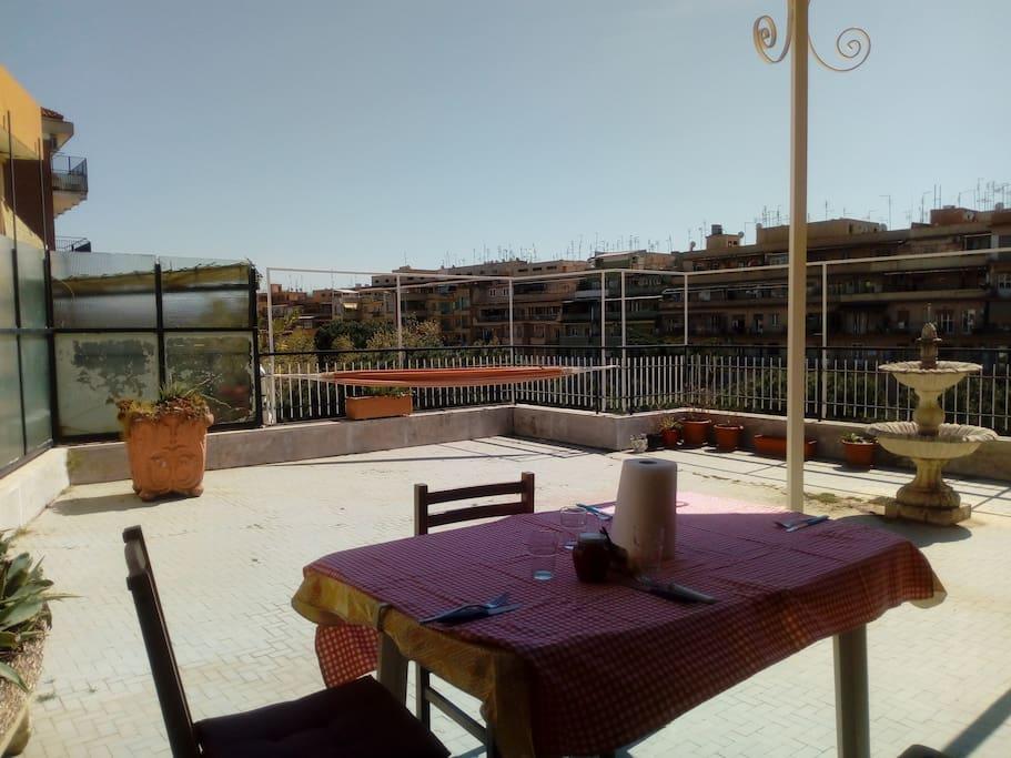 Terrazzo - con tavolo /amaca/dondolo/fontana adatto a pollici verdi