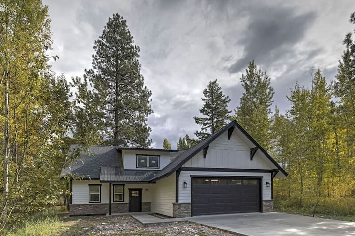 Brand new incredible Columbia Falls home - Flathead river walking trail -