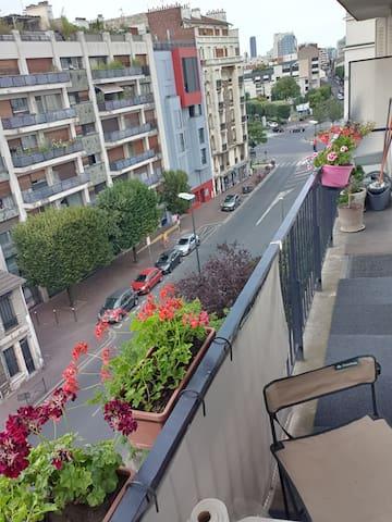 Long Balcon outside view