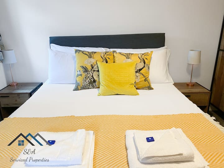 En-Suite Room *Parking Available* *Great for Business, Contractors or Key Workers*