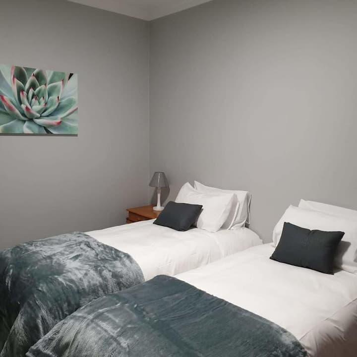 Gables B & B - Bedroom 1