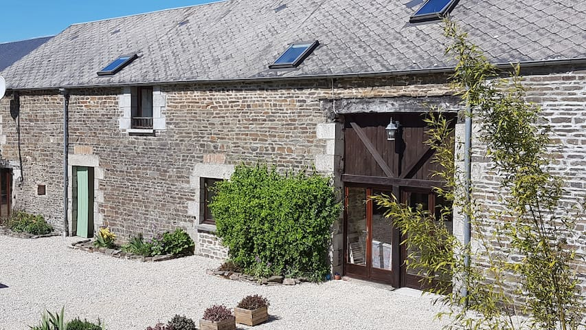 Beautifully converted barn in Normandy, France - Rouperroux - House