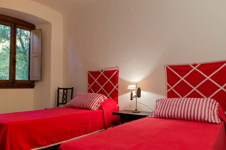 twin bedroom (red bedroom)