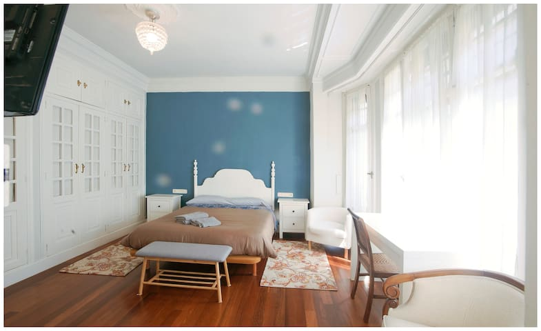 Habitación Azul, una de las dos habitaciones principales. Ésta, con baño en suite