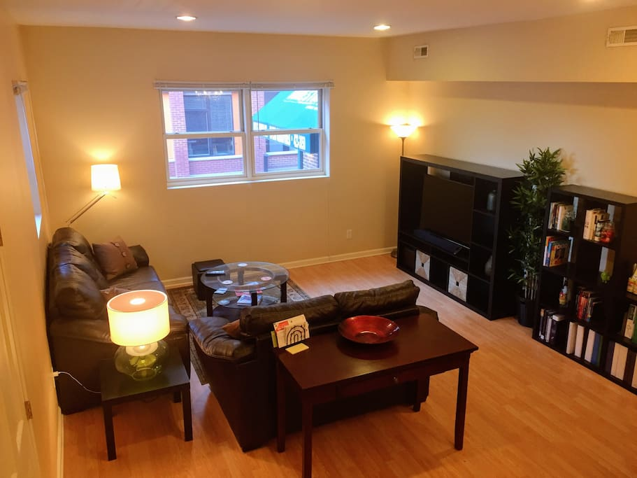Mass Ave 2 Bedroom Apt In Historic Building Apartments For Rent In Indianapolis Indiana