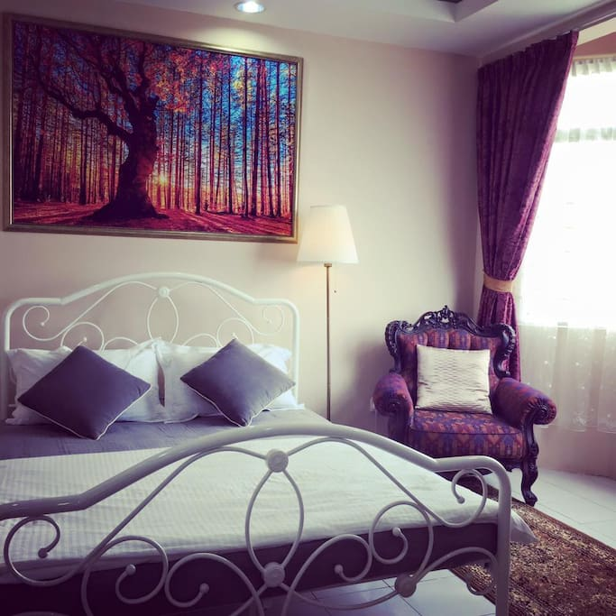 Master bedroom with Cosy Queen bed