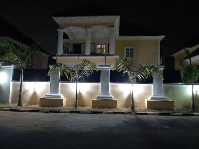 Self catering apartment, Gwarinpa