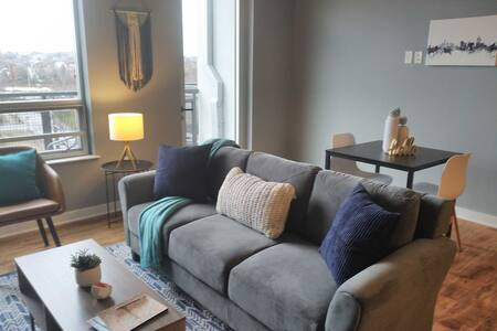 Sophisticated Waterfront 1BR Apt Near Downtown