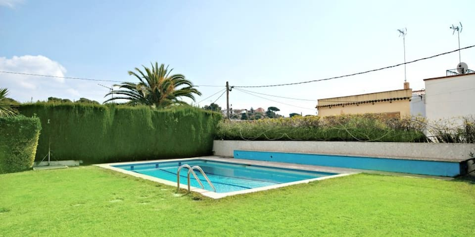 The lighthouse: Apartment with communal pool for 6 in Arenys - Arenys de Mar