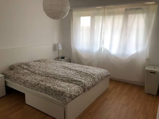 Beautiful bedroom in Zurich center-Ground Floor