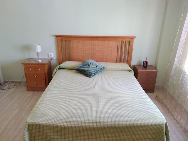 Habitación espaciosa con cama de matrimonio Big room with double bed