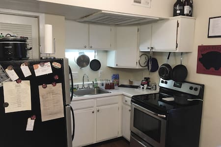 Cozy Downtown Pied-à-Terre - Mass Ave with BACON! - Indianapolis - Apartamento