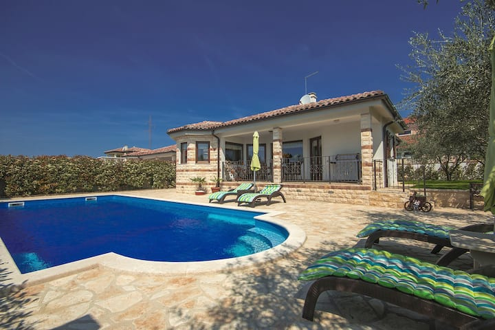 Lovely Villa Adry with 50 sqm pool and garden