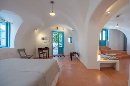 Santorinio Yellow House - One-Bedroom Apartment