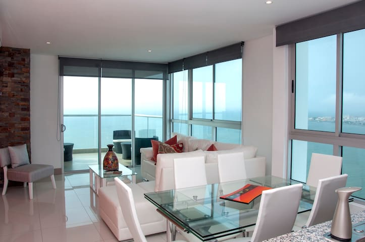 Stunning 3 Bedroom Luxury Apt on the Beach
