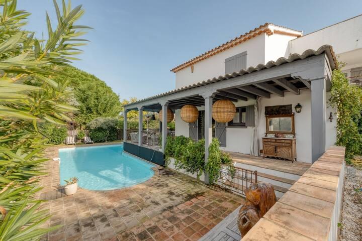 Lavish Villa in Gassin with Swimming Pool
