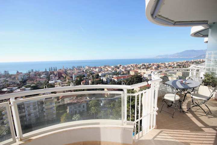 Luxury Sea View Apartment in Bordighera