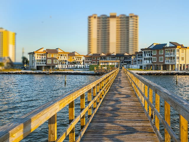 Waterfront Condo w pool, hot tub, tennis, pier