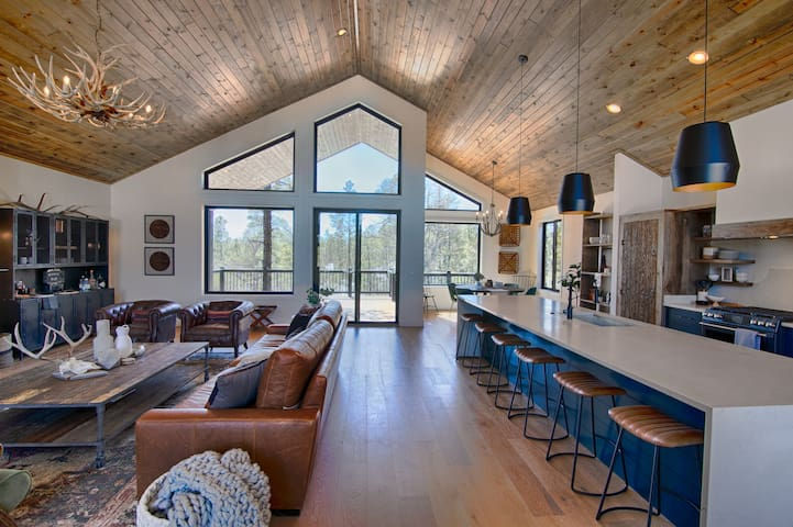 The Juniper Lodge....A Luxury Rustic Modern Cabin!