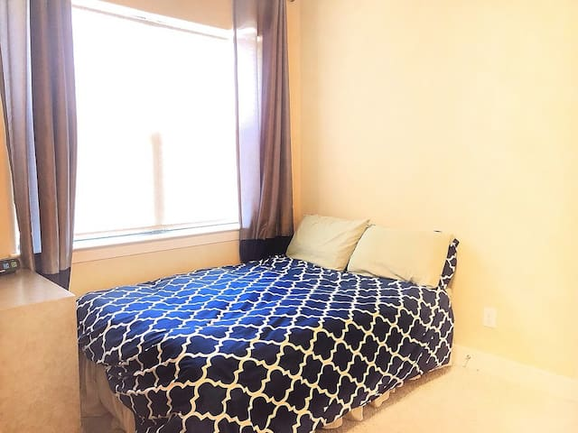 Private 1st Floor Room Bath-5 Min Dwntwn,GRB, BBVA
