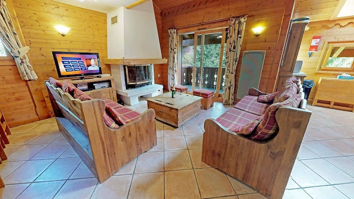 Large comfortable apartment close to the slopes.