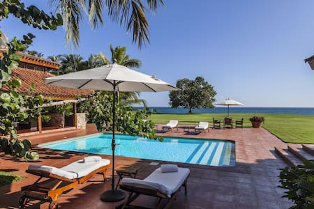 Oceanfront 4 Bedroom Villa, Romana - ラ・ロマーナ - 別荘