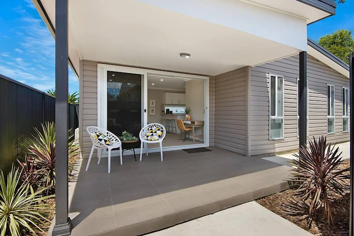 Western Sydney - Lux Stylish Home. Brekky Included