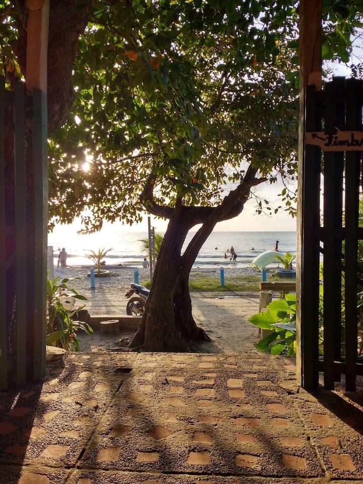 Mirando la playa desde Casa Mar De Risas