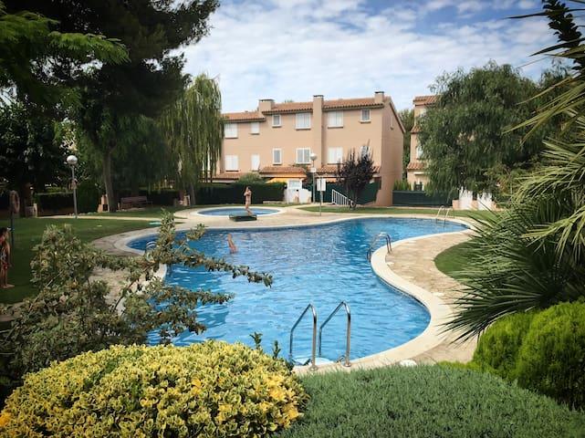 Quiet Apartment with swimming pool in Atafulla