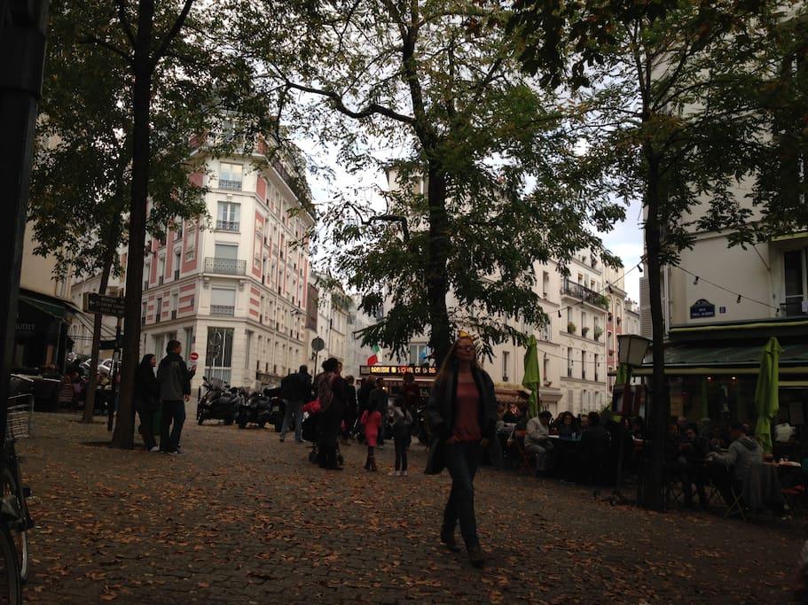 Place Maurice Utrillo, à quelques marches du Sacré-Coeur